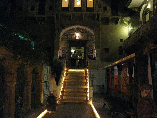 Mandawa Haveli: Entrance