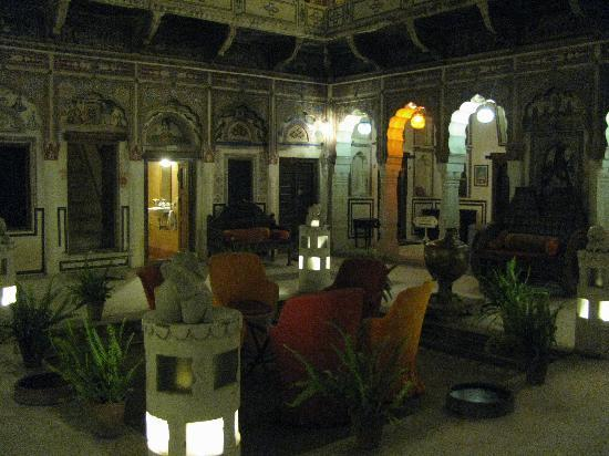 Hotel Mandawa Haveli: Interior Courtyard Downstairs