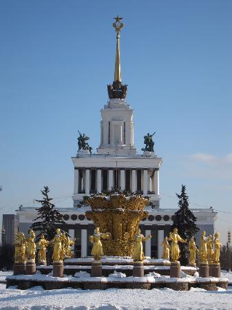 """Moscow, Russia: Fontana """"Amicizia tra i popoli"""", VDNH, 1952. www.guida-mosca.com"""