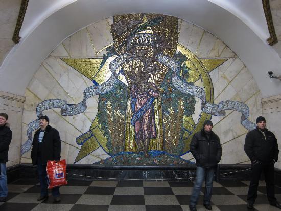 Moscow, Russia: stazione metro Novoslobodskaya, 1952. www.guida-mosca.com