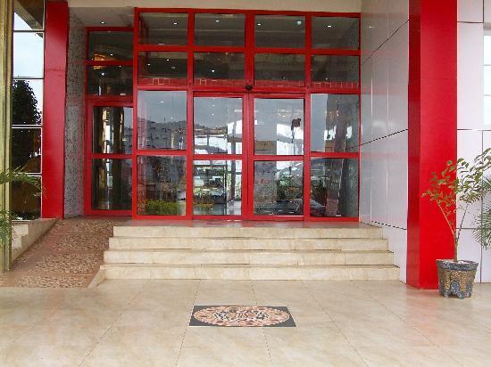 Hotel De Bently: Lobby Entrance