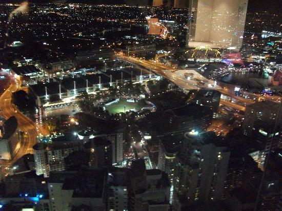 Meriton Suites World Tower : view from room by night