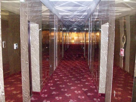 Hotel De Bently: First Floor Walk Way