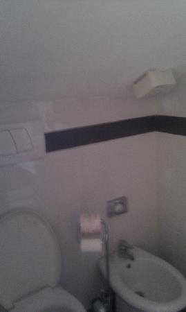ARS Hotel : bagno scomodissimo