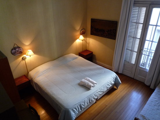 Republica San Telmo: Guest house triple room with balcony.