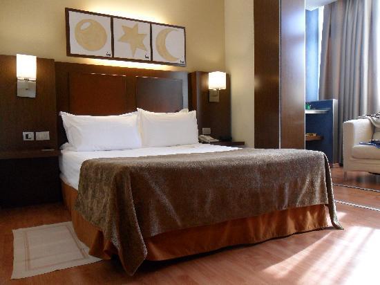 Hotel Acta Atrium Palace: Our bed