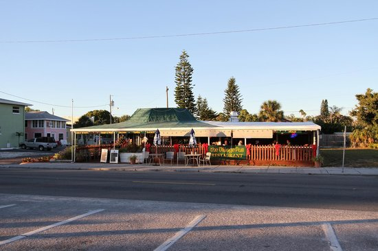 Village Pub : accross street