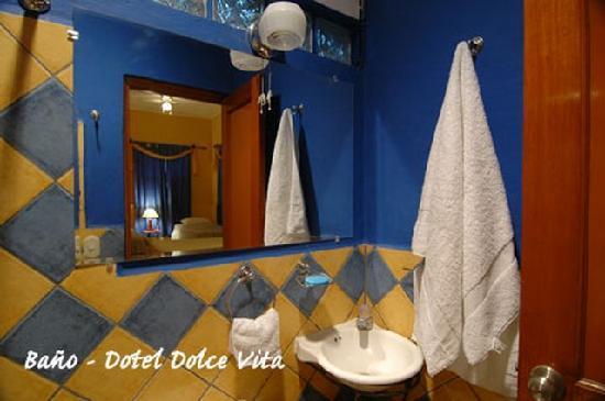 Hotel La Dolce Vita: Baño
