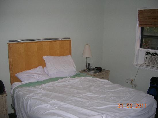Historic Tavernier Inn Hotel: tiny room 2