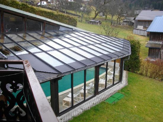 Hôtel Les Côtes, Résidence Loisirs et Chalets : La piscine vue du balcon de la chambre