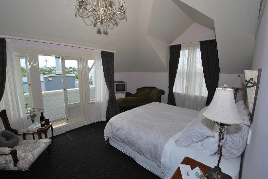 Sunderland House : Our room and view of downtown Auckland