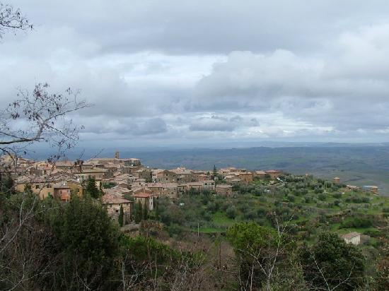 Castelnuovo dell'Abate, Italia: Local town