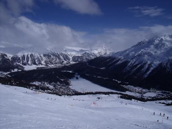 Σέντ Μόριτζ, Ελβετία: Skiing Corviglia above St. Moritz February 2011