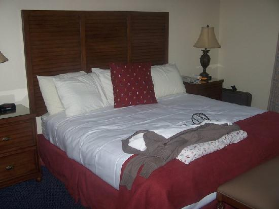 Bluegreen Vacations Harbour Lights, Ascend Resort Collection: Our King Size Bed