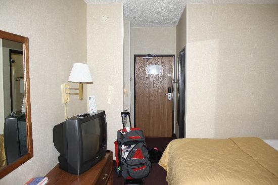 Econo Lodge: Not big, but big enough for a night