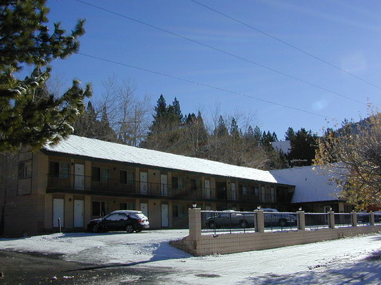 Whispering Pines Resort : Autumn Snow 2010