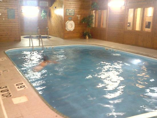 Quality Inn: The Pool