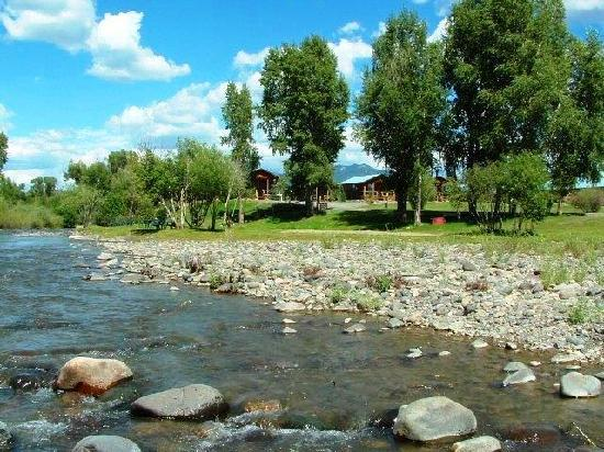 Riverside picnic area picture of fireside inn cabins for Fireside cabins pagosa