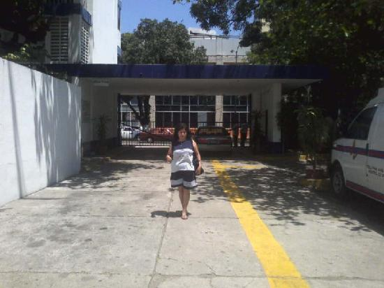 Auto Hotel Ritz Acapulco: Entrada estacionamiento Auto Hotel Ritz!