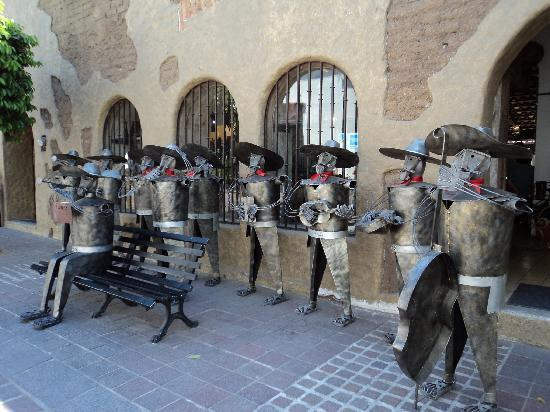 Tlaquepaque, Meksiko: Mariachi sculpture downtown