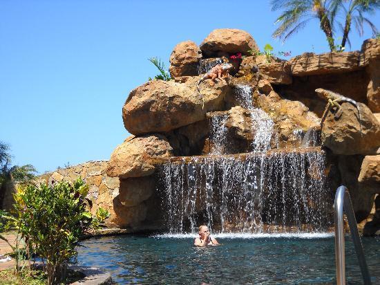 Clarion Suites Roatan at Pineapple Villas: Ahhhh the pool!