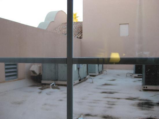 Hampton Inn & Suites Phoenix/Scottsdale: view from bedroom