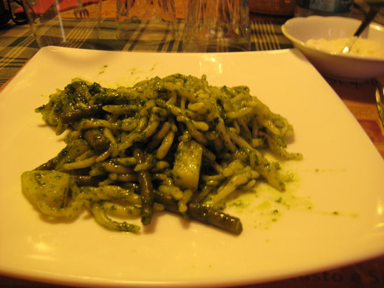 Enoteca Il Pirun: pesto gnocchi with green beans and potato