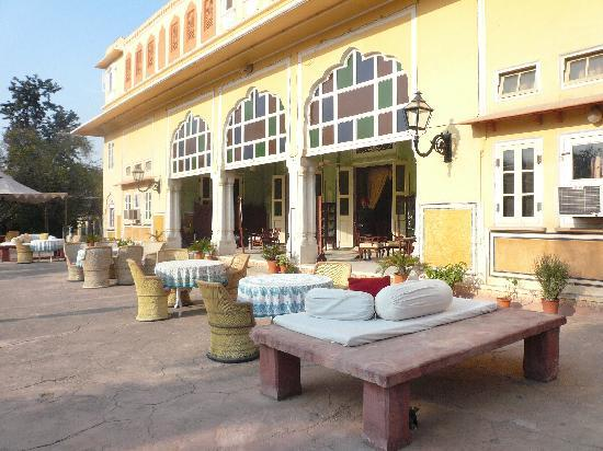 Naila Bagh Palace: Entrance area