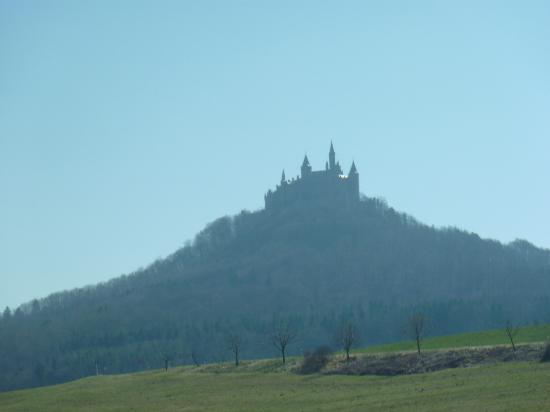 Castle of Hohenzollern: 駅から