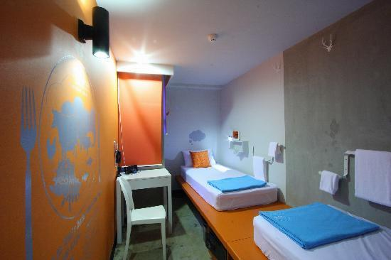 Lub d Bangkok Siam: Econo Twin (shared bathroom, separate male/female)
