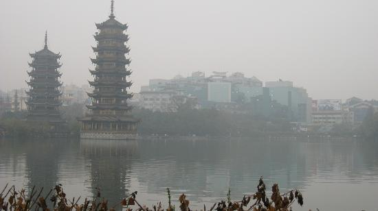 Guilin, Kina: Moon and Sun Tower