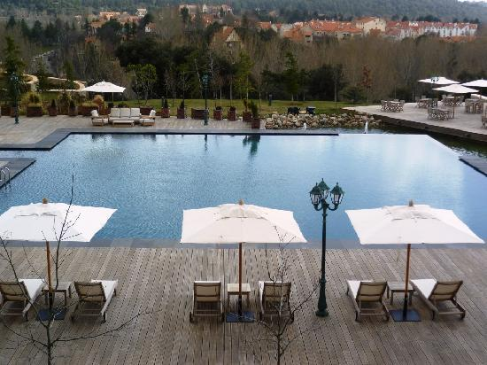 Michlifen Ifrane Suites & Spa : Pool - view from suite