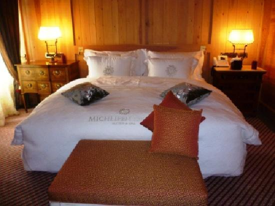 Michlifen Ifrane Suites & Spa : Very comfortable bed! And luxury bathroom