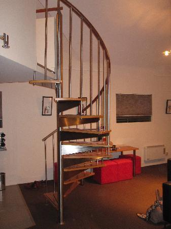 TWOFOURTWO Boutique Apartments: Stairs leading to mezzanine area