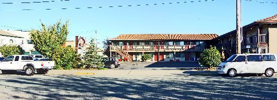 Cap Sante Inn: Panorama of hotel exterior