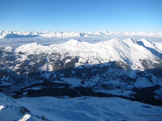 Ski resort Lenzerheide: 雪山にかかる雲海!