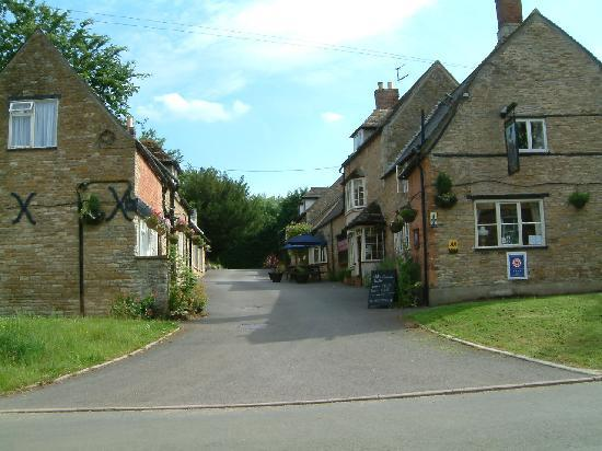 The Kings Arms: Pub Entrance