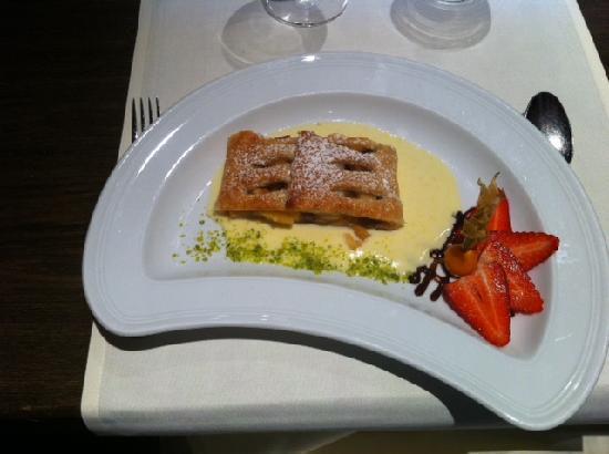 Swiss Holiday Park : Apfelstrudel Dessert im Panorama Restaurant
