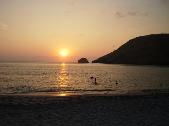 Anawangin Cove: Sunset @ Anawangin