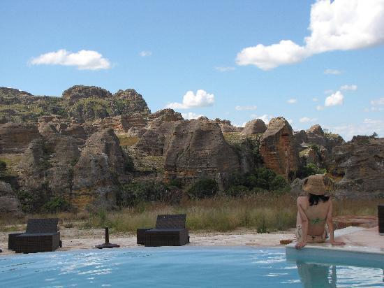 Isalo Rock Lodge Madagascar : Pool side