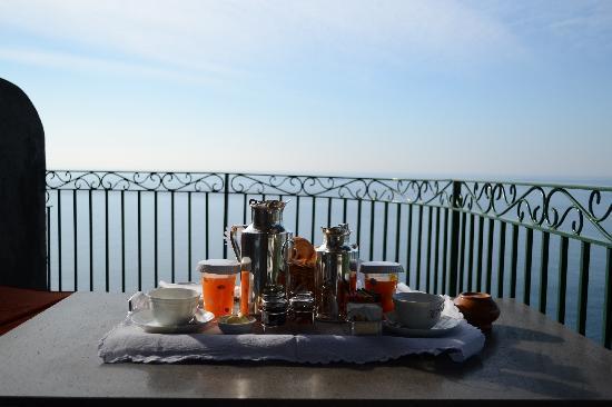 Il San Pietro di Positano: breakfast on the terrace