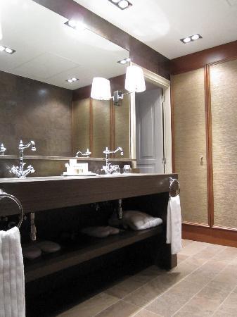 El Palace Hotel: Bath