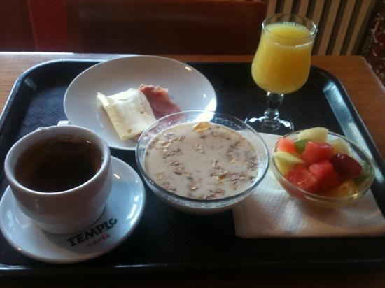 Hotel Llac Negre: breakfast