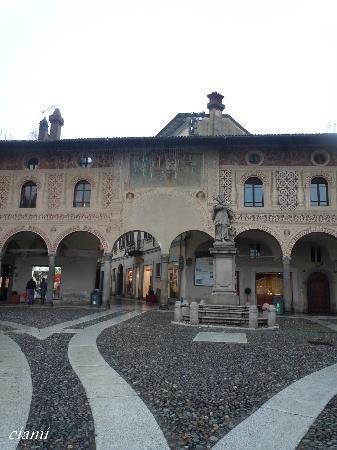 Vigevano, Italia: ヴィジェーヴァノ ドゥカーレ広場