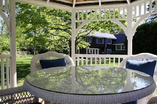 Rabbit Run Inn: Enjoy outdoor living on private decks or two gazebos