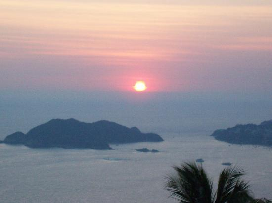 Las Brisas Acapulco: Another great sunset.