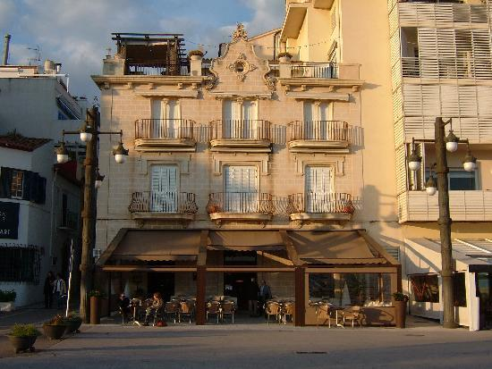 Sitges, Hiszpania: Waterfronot bars and restaurants