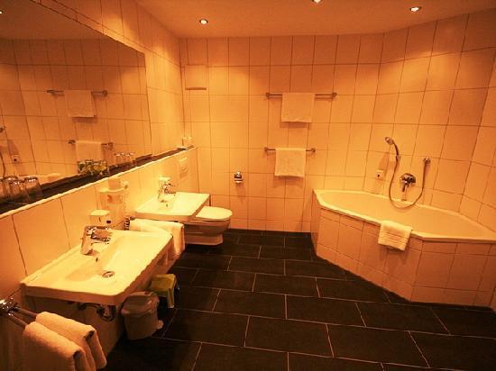 Hotel Bettina: Bathroom