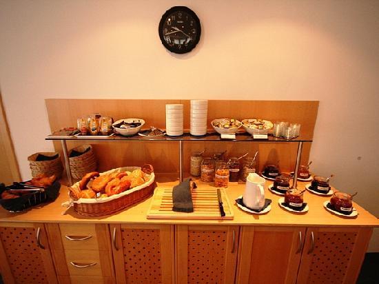 Hotel Bettina: Breakfast