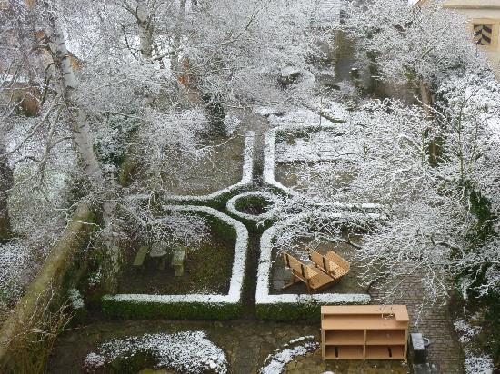 Hotel Herrnschloesschen: Blick vom Schlafzimmer in den Garten